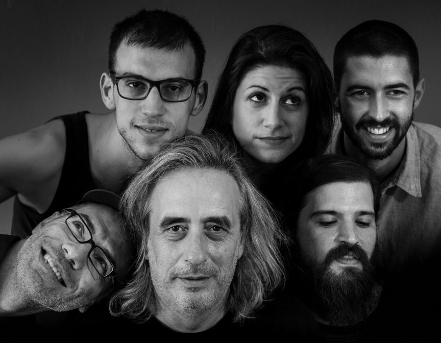 Band portrait of Giannis Aggelakas and his since-2015 band line up, consisting of Labrini Grigoriadou, Anastasis Voukiklarakis, Giannis Savvidis, Giorgos Avramidis and James Wylie.